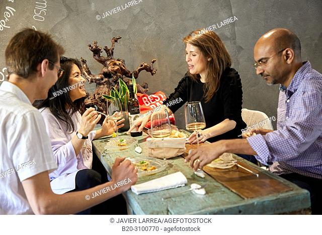 Wine and fish tasting at Restaurante Rita, Gastronomic tour, guide with tourists, Donostia, San Sebastian, Gipuzkoa, Basque Country, Spain, Europe
