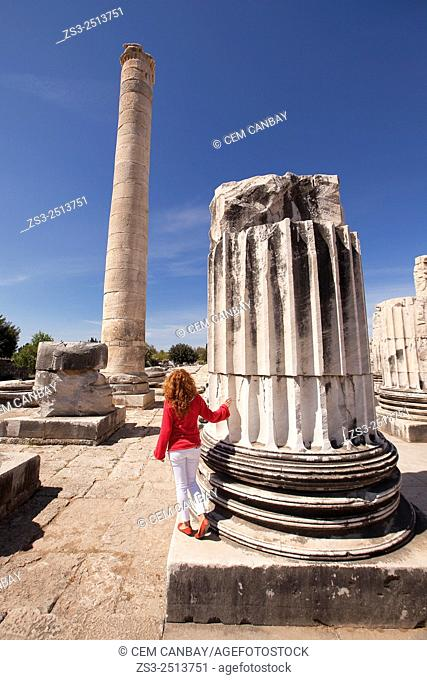 Tourist at the Temple of Apollo at the Archeological area of Didim, Didyma, Aydin Province, Turkey, Europe