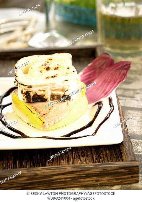 manzana, foie y queso de cabra