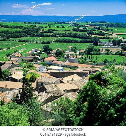 Overview on Châteauneuf-du-Pape houses and Côtes-du-Rhône vineyards, Vaucluse, Provence, France