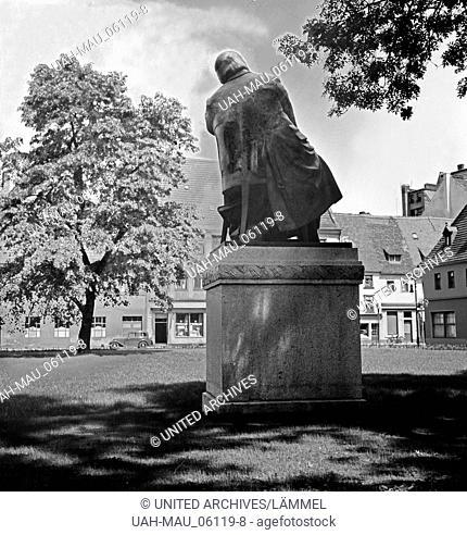 Rückseite des Robert Schumann Denkmals in Zwickau, Deutschland 1930er Jahre. rear of the Robert Schumann monument, Germany 1930s