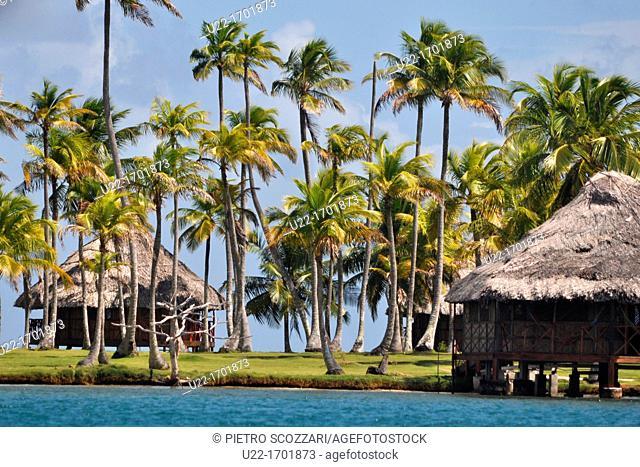 San Blás Panama: bungalows of Yandup Lodge, on a little island of Kuna Yala