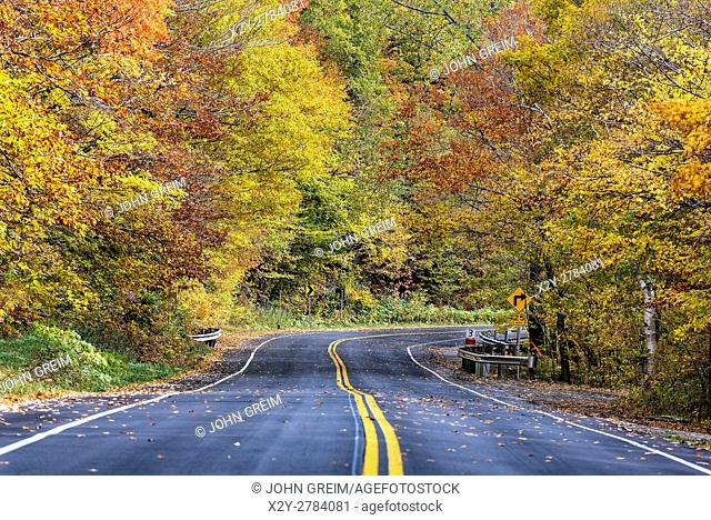 Autumn scenic byway, Vermont, USA
