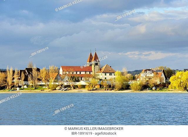 Evening with the Church of St. Peter and Paul, Reichenau island, UNESCO World Heritage Site, Landkreis Konstanz county, Baden-Wuerttemberg, Germany, Europe