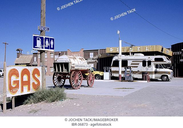 USA, United States of America, California: a petrol station in the desert near Death Valley National Park