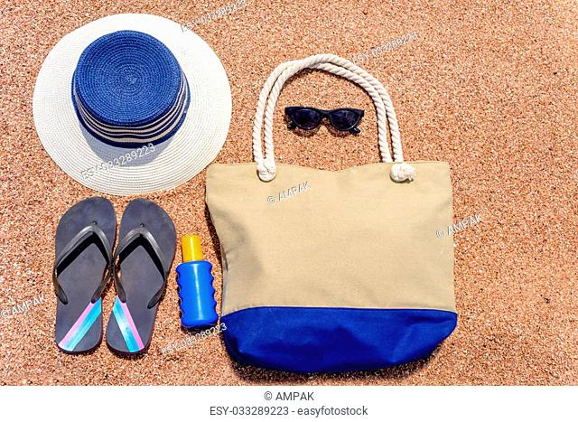 62d0236560ca8 All you need for a summer vacation at the beach with a sunhat
