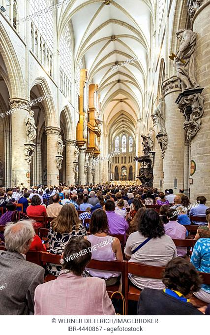 Worshippers in the Cathédral Saint-Michel, Brussels city center, Brussels, Belgium