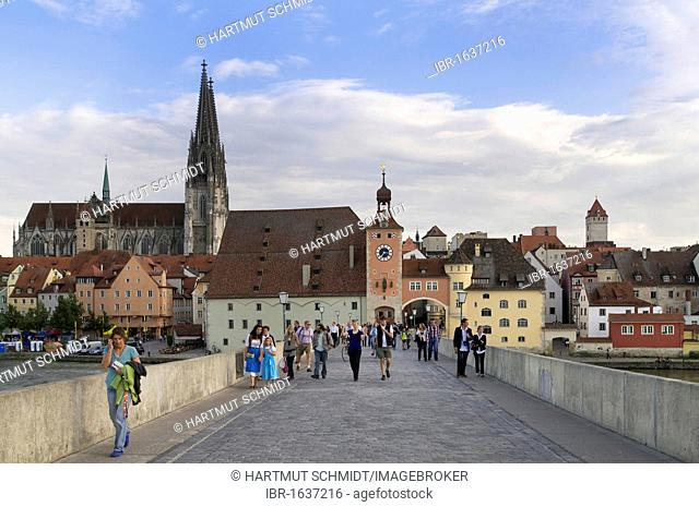 View from Steinerne Bruecke bridge, looking towards the historic district with Regensburg Cathedral, Salzstadel building and Brueckturm tower
