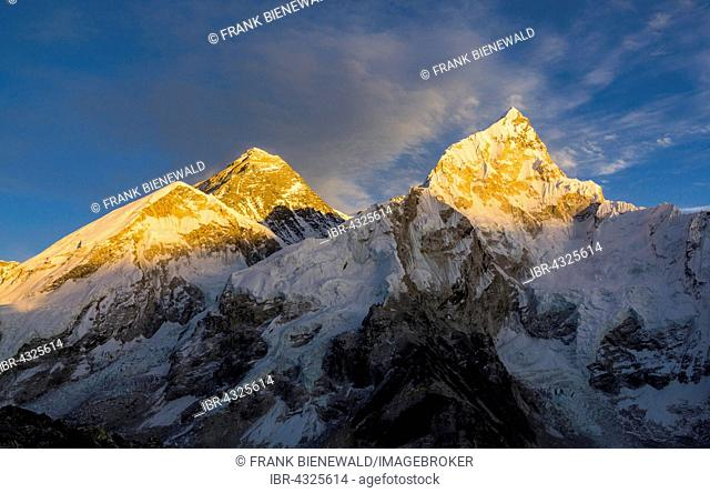 The mountain massifs around Mt. Everest (8848m) and Nuptse (7861m) at sunset as seen from Kala Pathar (5545m), Gorakshep, Solo Khumbu, Nepal