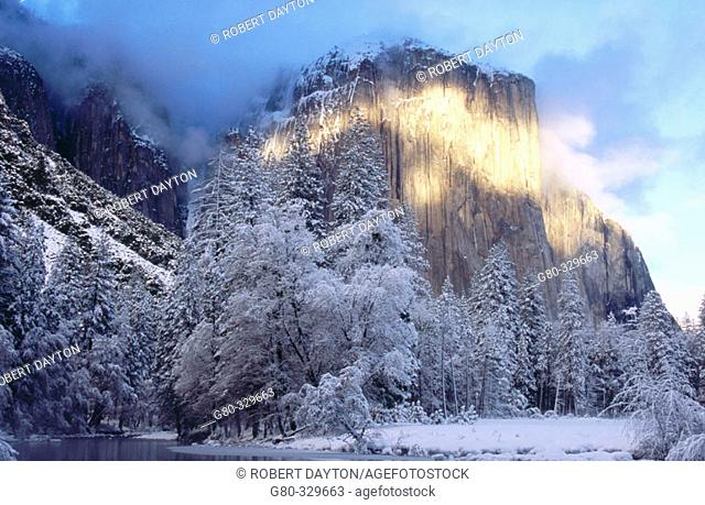 Alpenglow. Yosemite National Park. California. USA