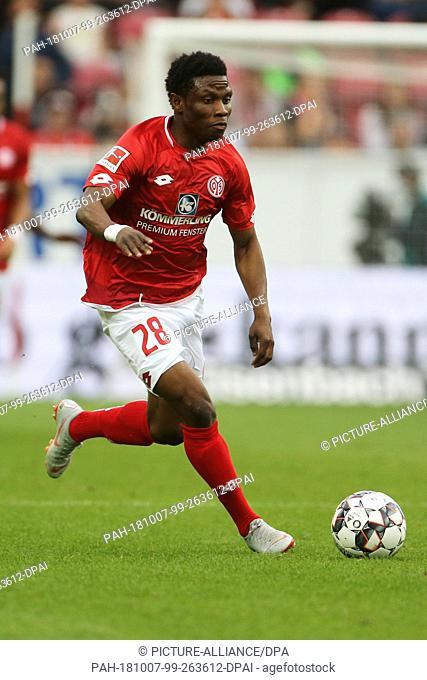 06 October 2018, Rhineland-Palatinate, Mainz: Soccer: Bundesliga, FSV Mainz 05 - Hertha BSC, 7th matchday in the Opel Arena. The Mainz Abassah Issah