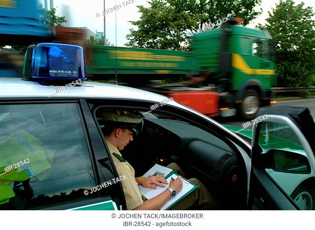 DEU, Germany, NRW: Police officer makes notes after an accident. Highwaypolice, Highway patrol