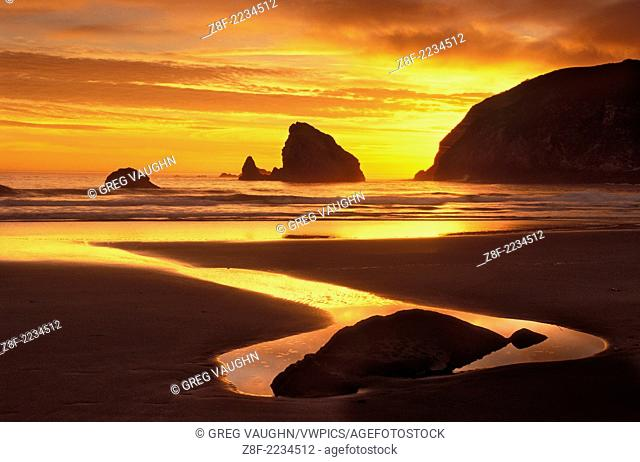 Sunset at Harris Beach State Park on the southern Oregon coast