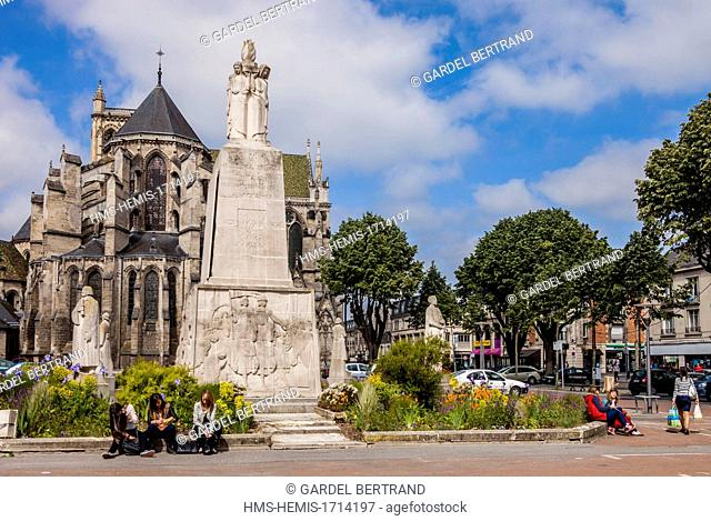 France, Aisne, Soissons, the cathedral and the memorial