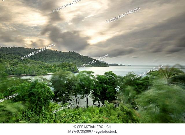 Long exposure on the shore of the Indian Ocean on Pulau Weh