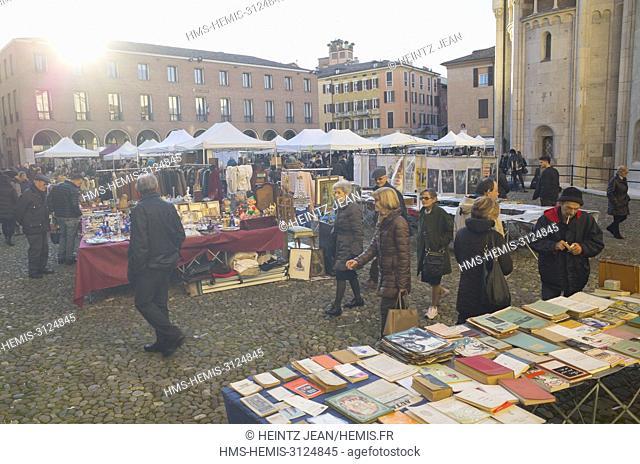 Italie, Emilia-Romagna, Modena, flea market around the cathedral