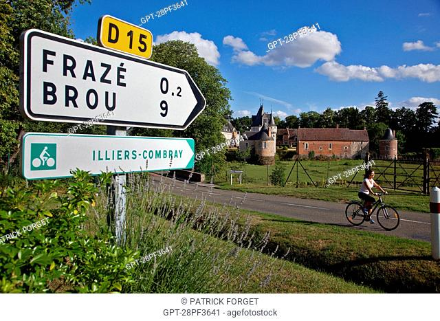 BICYCLE TOURISTS PASSING IN FRONT OF THE CHATEAU DE FRAZE IN THE PERCHE, EURE-ET-LOIR 28, FRANCE