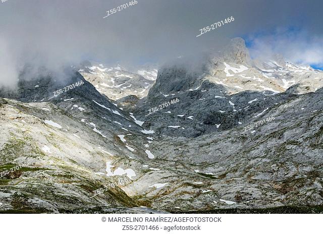 Picos de Europa. Massif Central, Sector Horcados Rojos. Cantabria, Spain, Europe