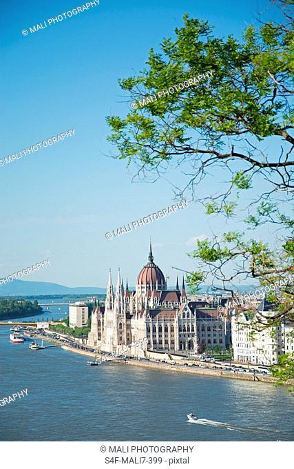 Ungarn, Budapest, Stadtansicht mit Donau und Parlament