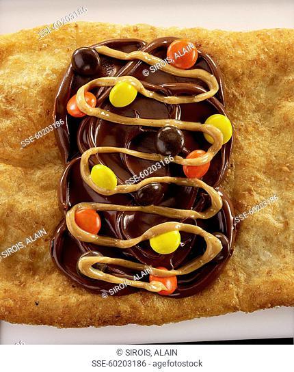 Queue de castor :chocolate and candy dessert