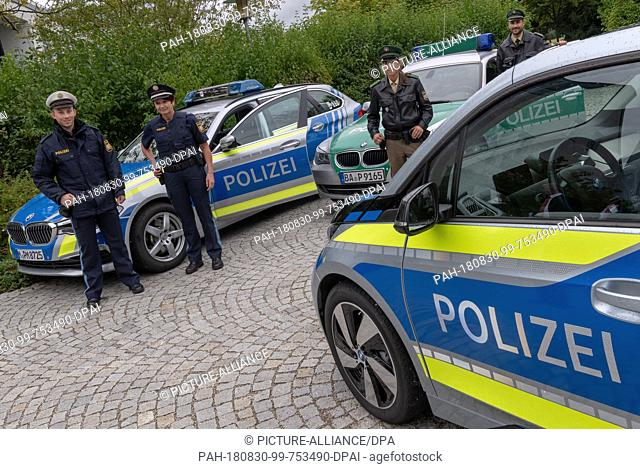 30 August 2018, Munich, Germany: After the conversion to new uniforms by Bavaria's police and judiciary, police and judiciary employees show a comparison of the...