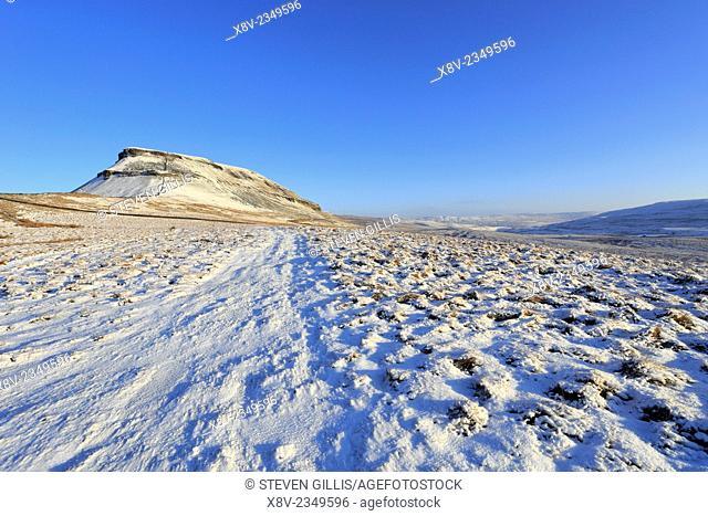 Snow on Pennine Way, Pen-y-ghent, Yorkshire Dales National Park, North Yorkshire, England, UK