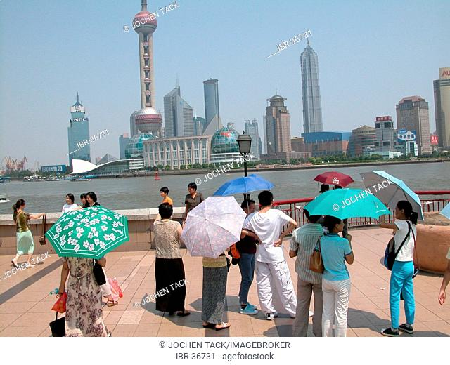 CHN, China, Shanghai: Shanghai's skyline belongs to the world's most modern, with new skyscrapers being built every week