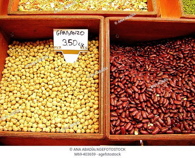 Chickpeas and pinto beans. La Boquería market. Barcelona. Spain