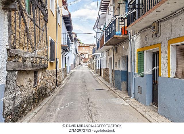 Calle del Caño. Mombeltrán. Barranco de las cinco villas. Valle del Tiétar. Provincia de Ávila, Castile-Leon, Spain