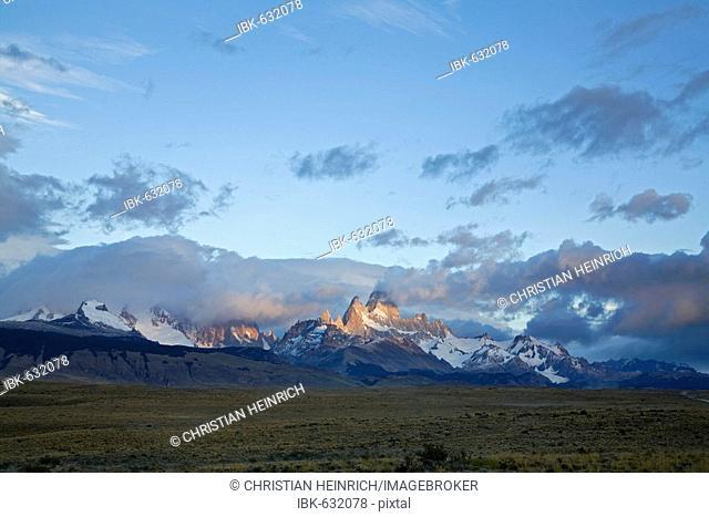 Sunrise at the Fitz Roy massiv, national park Los Glaciares, Argentina, Patagonia, South America