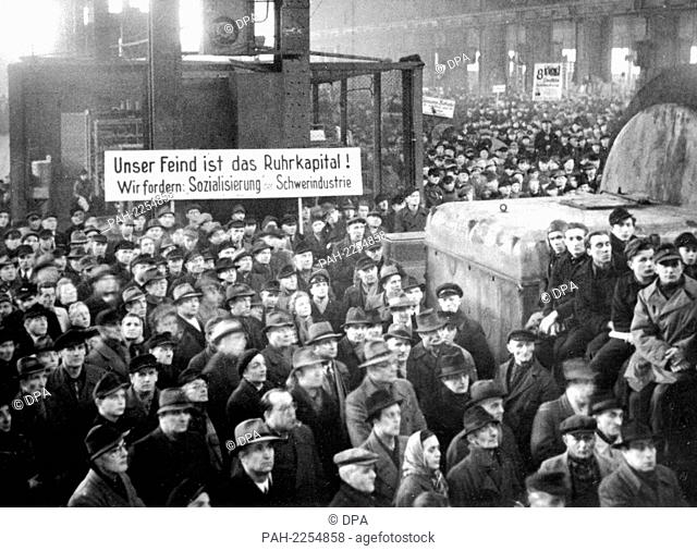 Workers of the main workshop Watenstedt during the demonstration in the grand factory hall on 21 January 1950. SPD chairman Dr