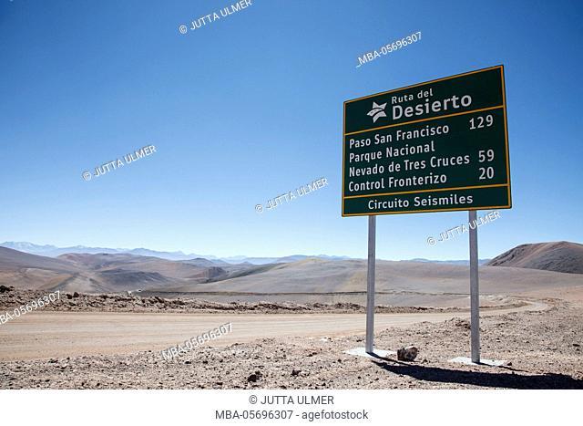 Chile, national park Nevado Tres Cruzes, road sign