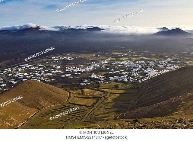 Spain, Canaries Islands, Lanzarote island, the village of Yaiza and the Geria