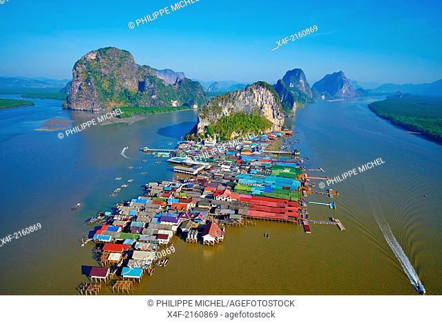 Thailand, Phang Nga Bay, flotting fisher village of Ko Panyee
