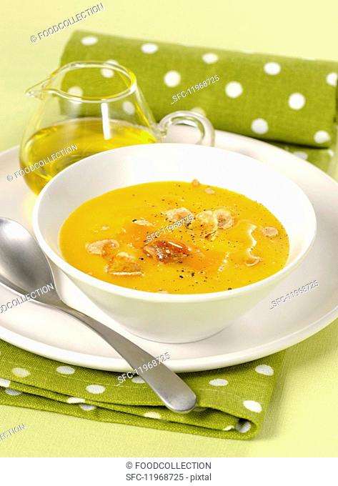 Cream of pumpkin soup with white truffles
