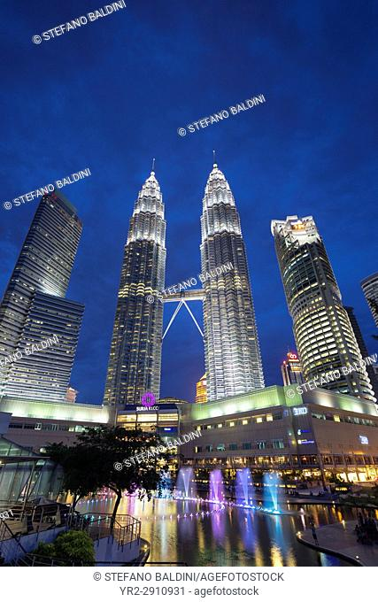 KLCC lake symphony water fountain show, Kuala Lumpur, Malaysia