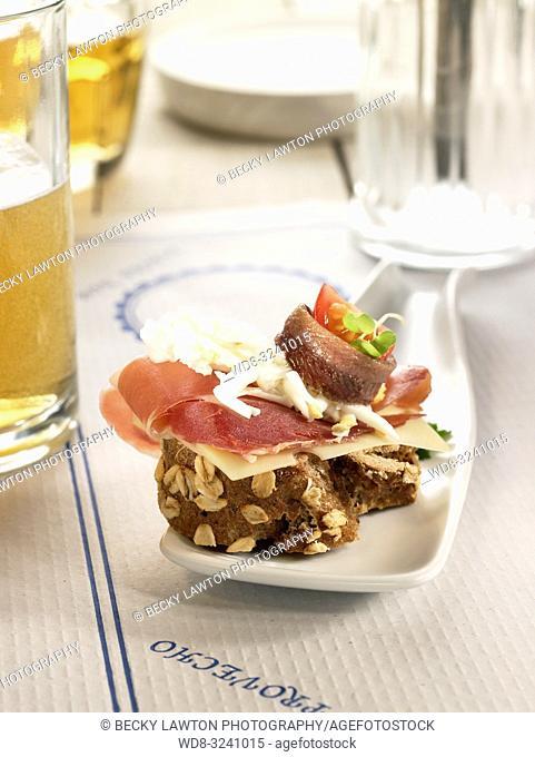 montadito de anchoa con jamon iberico