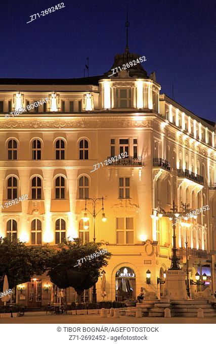 Hungary, Budapest, Vörösmarty Square, Gerbeaud pastry shop, Onyx restaurant,