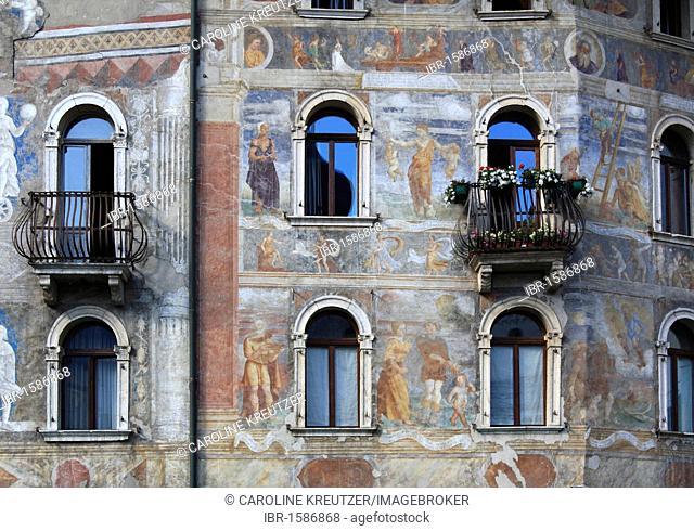 Frescoed houses of the Cazuffi-Rella, Case ai Portici, Piazza Duomo corner Via Belenzani, Piazza del Duomo square, Trento, Trentino-Alto Adige, Italy, Europe