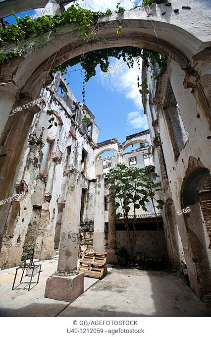 Cuba, Havana Vieja, building ruins