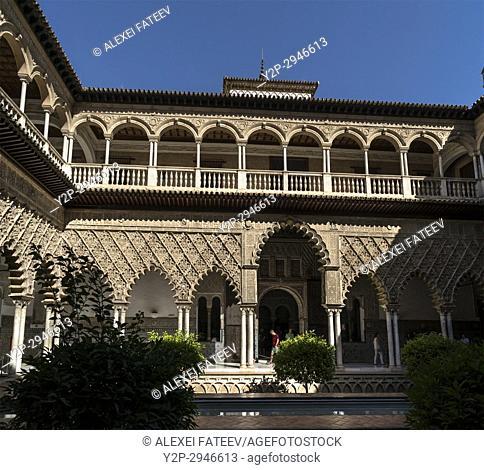 Maidens Courtyard (Patio de las Doncellas) in Alcázar of Seville. Seville, Andalucía, Spain