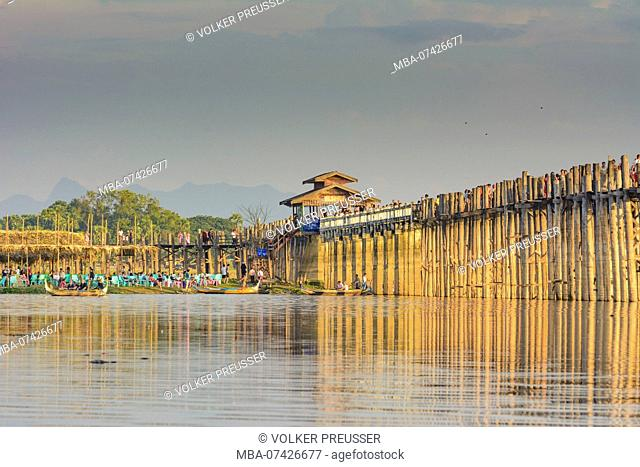 Amarapura, U-Bein Bridge teak footbridge, Taungthaman Lake, boats, Mandalay Region, Myanmar (Burma)