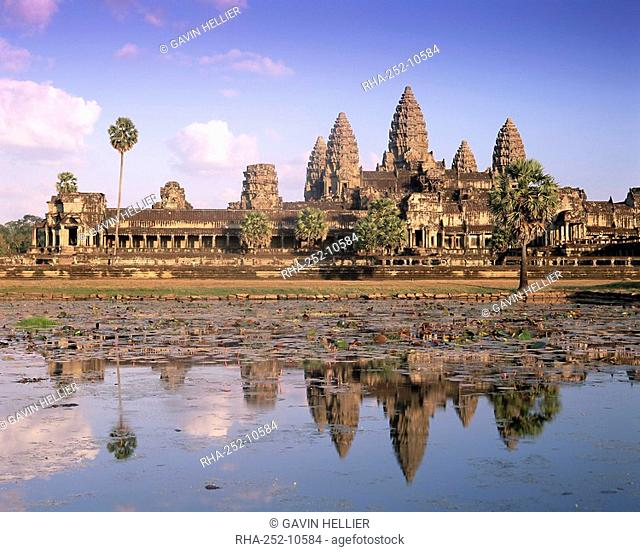 Angkor Wat reflected in the lake, UNESCO World Heritage Site, Angkor, Siem Reap Province, Cambodia, Indochina, Southeast Asia, Asia