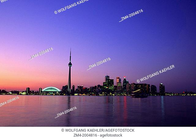 CANADA, ONTARIO, TORONTO, SKYLINE WITH SKY DOME AND CN TOWER, EVENING