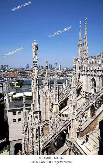 Flying Buttresses had an important architectural and decorative element in Gothic architecture. View of the northeastern section of the roof