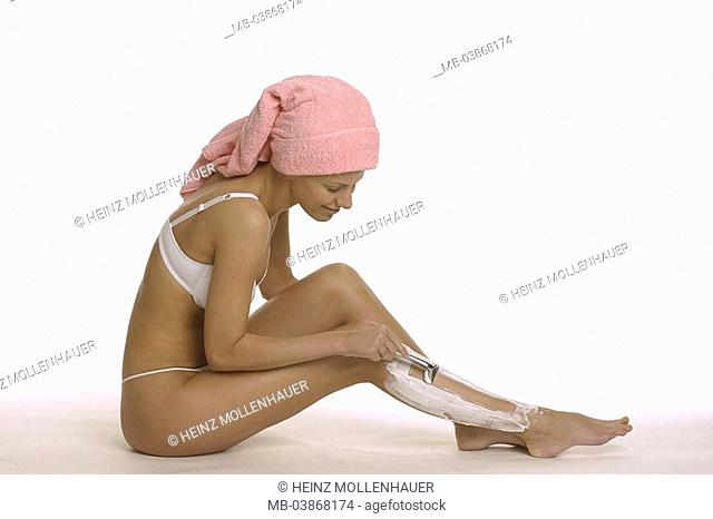 Woman, young, floor, sits, towel, head, leg-shave, lateral