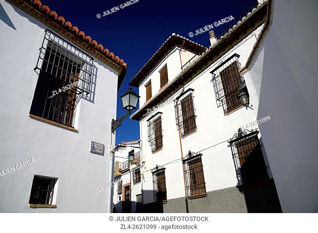 Spain, Andalusia (Andalucia), Granada, street in the Albaicin district (Albayzin, old Arab Quarter), listed as World Heritage by UNESCO