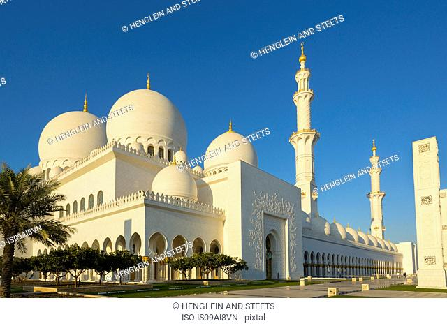 Sheikh Zayed Mosque at daytime, Abu Dhabi, United Arab Emirates