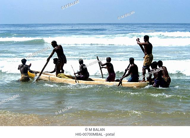 FISHERMEN MOVING OUT FOR THE DAYS CATCH, CHOWARA BEACH NEAR KOVALAM