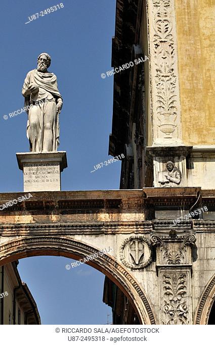 Italy, Veneto, Verona, Dei Signori Square, Girolamo Fracastoro Statue